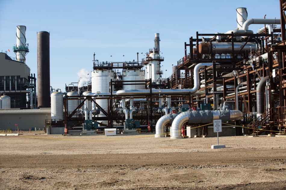 Shell's Scotford Upgrader where oil sands bitumen is turned into synthetic crude. © J. Ashley Nixon