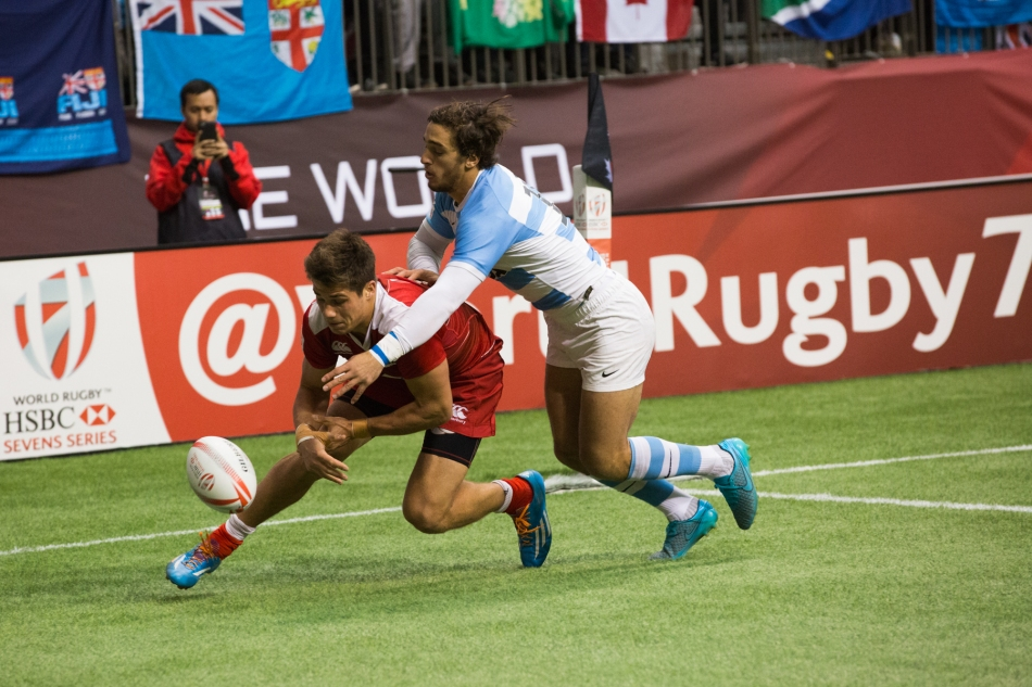 Argentina's Bautista Delguay (#10) never stops tackling and forces a fumble by Russia's German Davydov (#12) over the try-line. © J. Ashley Nixon