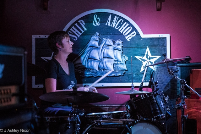 Denise Williams of Big Knife/Little Knife playing in the library corner of The Ship & Anchor during the 2016 Sled Island Music Festival in Calgary, Alberta, Canada © J. Ashley Nixon