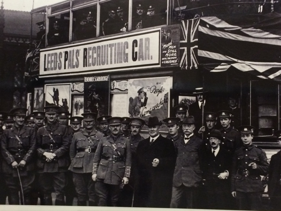 Recruiting for The Leeds Pals (Photographer unísono, c. 1915)