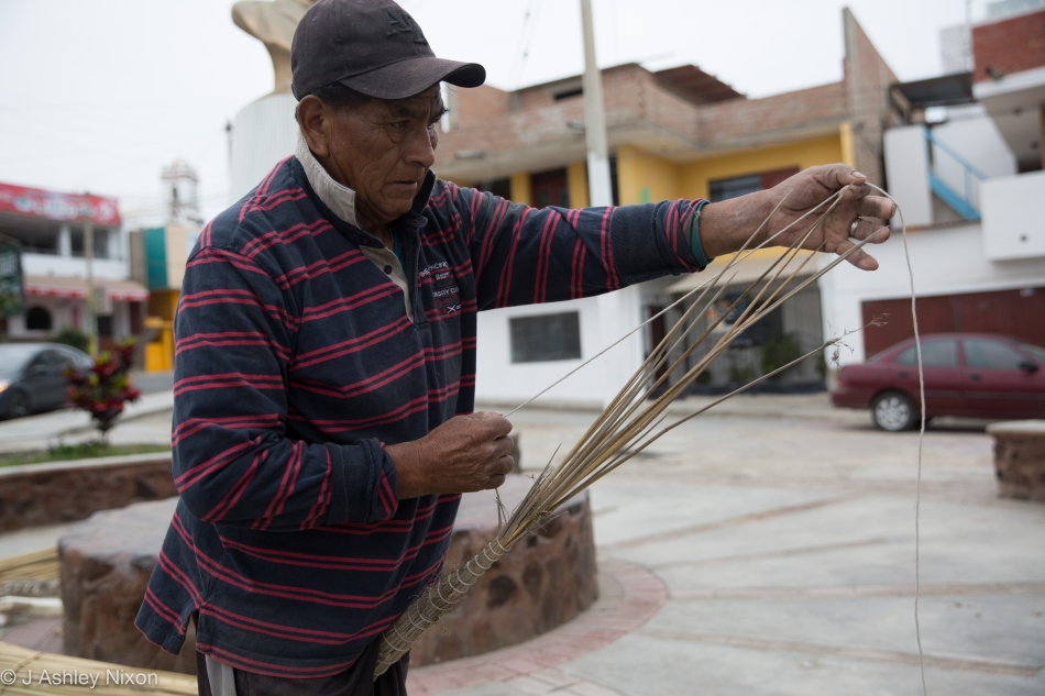 José constructs a reed fishing boat, Caballito de Tora in Huanchaco, Peru. © J. Ashley Nixon